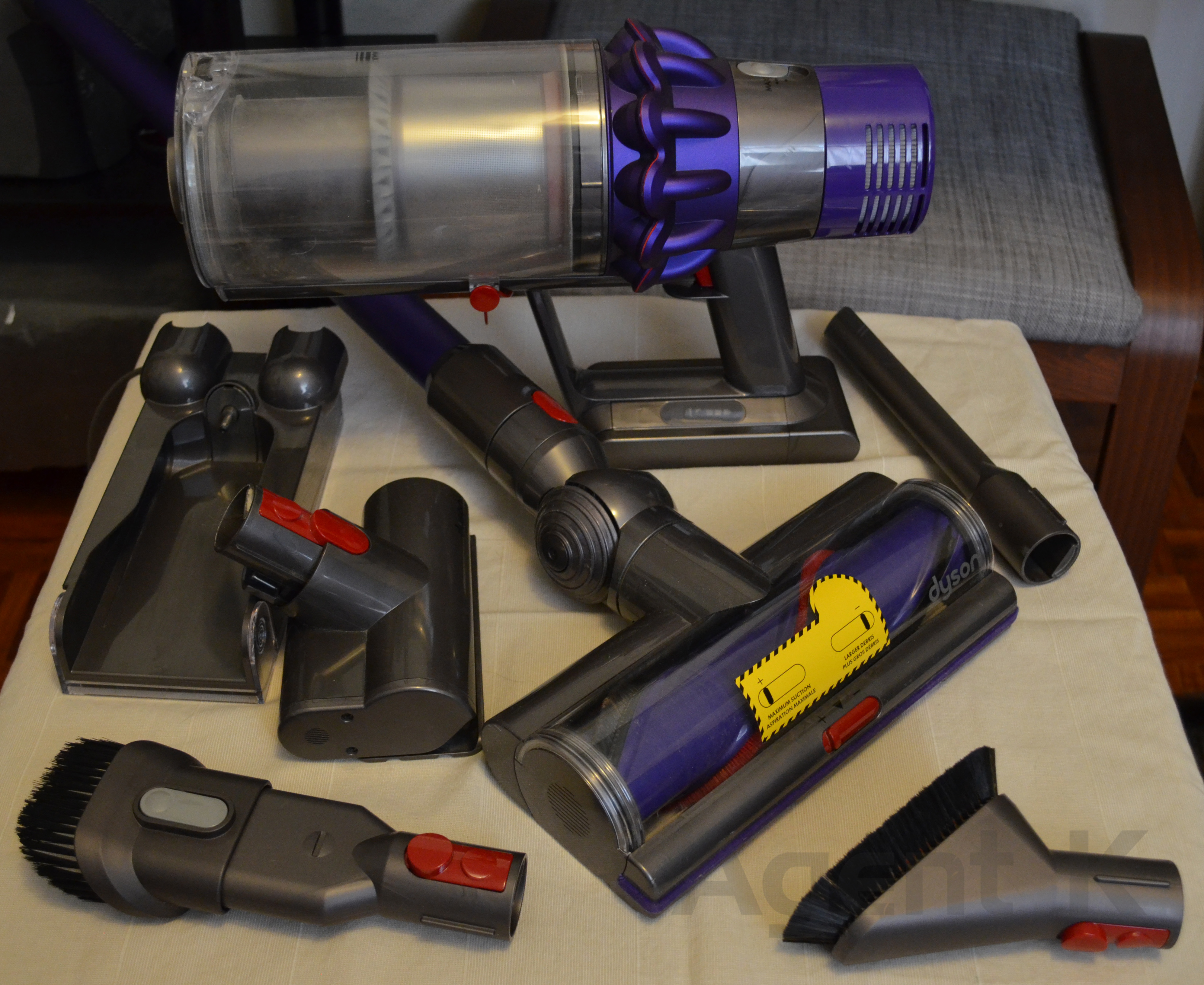 dyson cyclone v10 animal meet the future agent k. Black Bedroom Furniture Sets. Home Design Ideas
